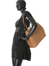 Sac Shopping Raven Michael kors Marron raven H7GRXE4L-vue-porte