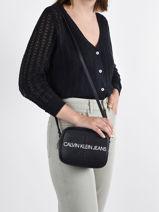 Sac Bandoulière Denim Calvin klein jeans Noir denim K607202-vue-porte