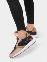 Sneakers noord-HOFF-vue-porte