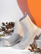 Boots-VANESSA WU