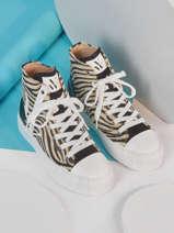 Sneakers-VANESSA WU